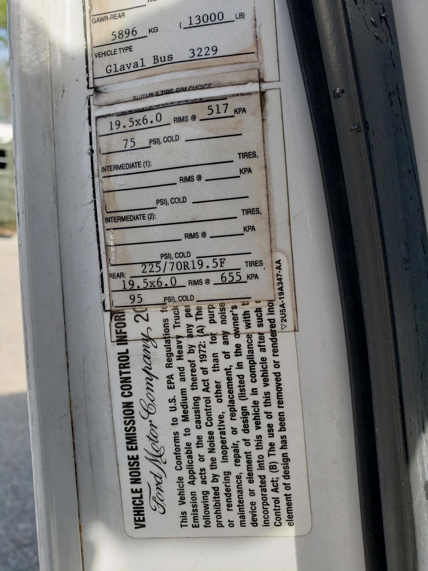 2005 Ford E450SD 25-Pass Eldorado Shuttle Bus - Image 17 of 19