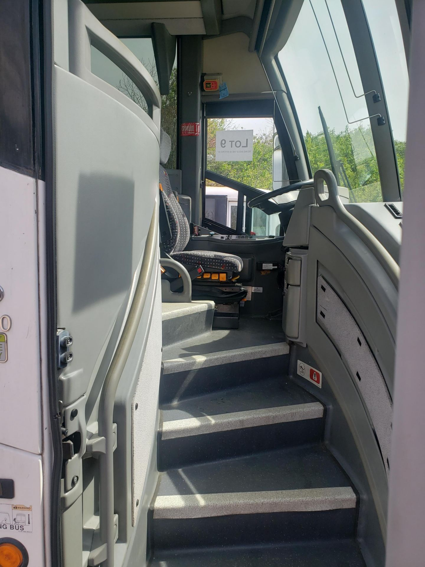 2010 MCI J4500 56-Pass Kneeling Coach Bus - Image 3 of 16