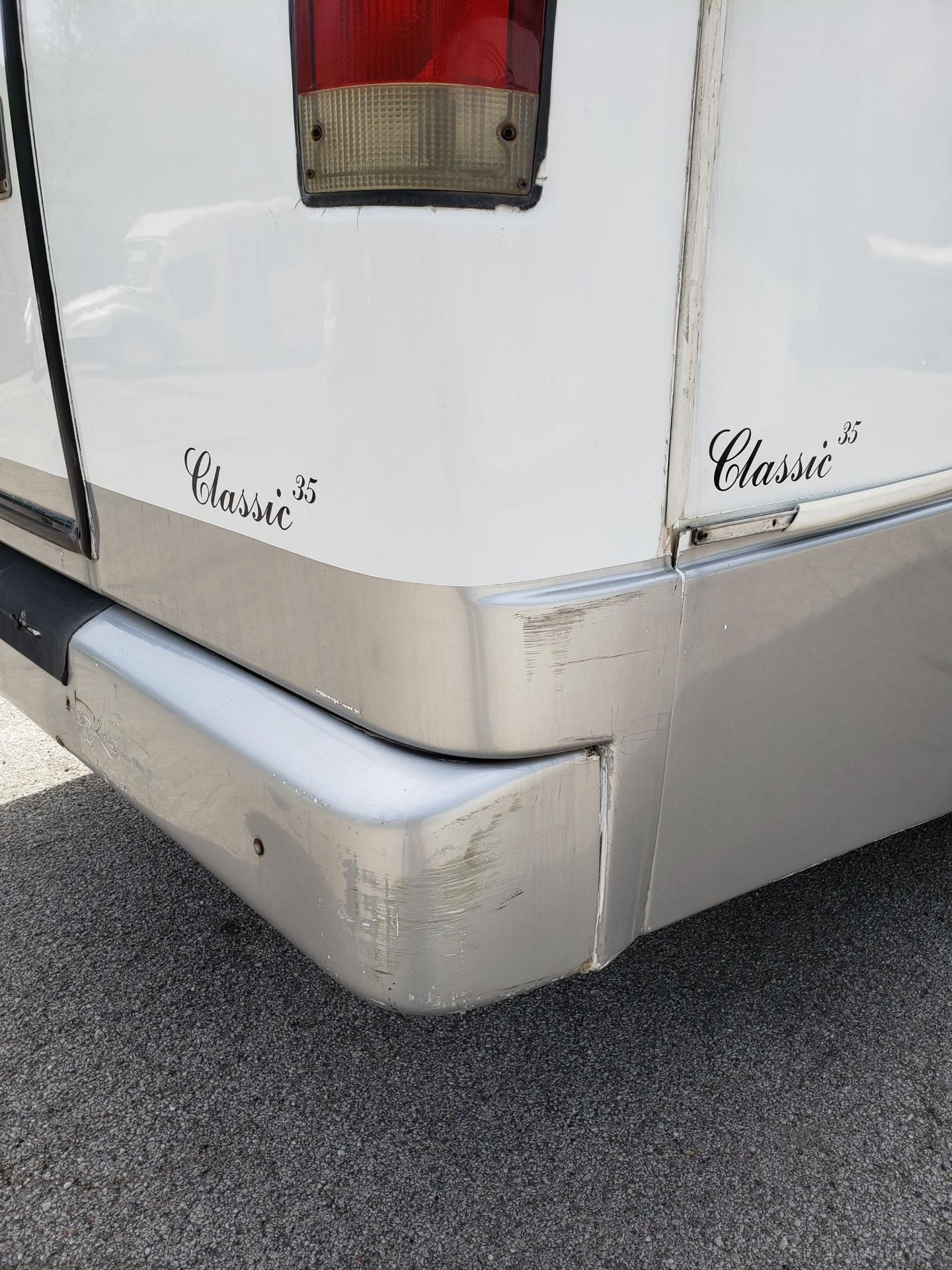 2006 Chevrolet C5500 30-Pass General Coach Champion Bus - Image 19 of 23