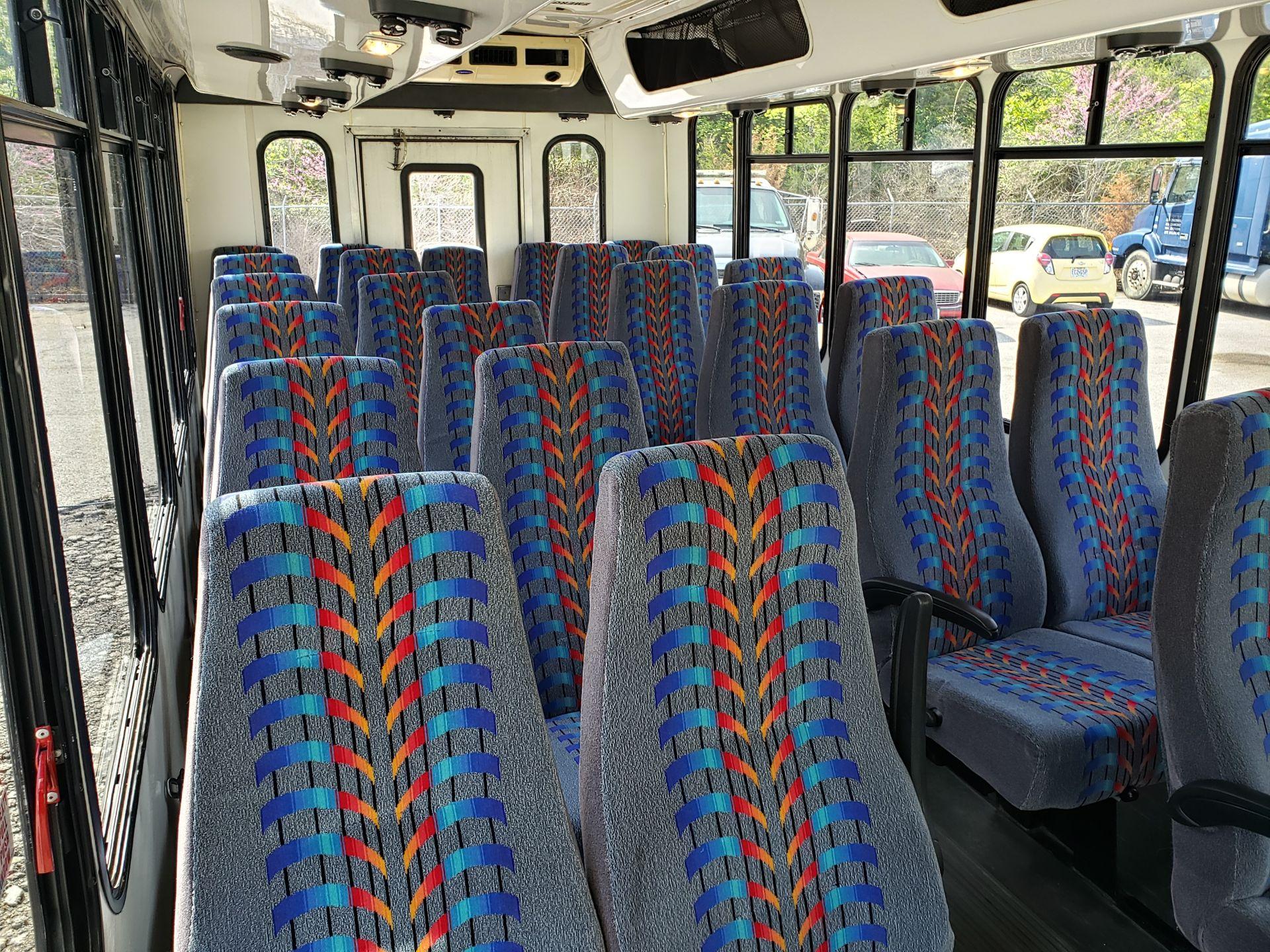 2005 Ford E450SD 25-Pass Eldorado Shuttle Bus - Image 9 of 19