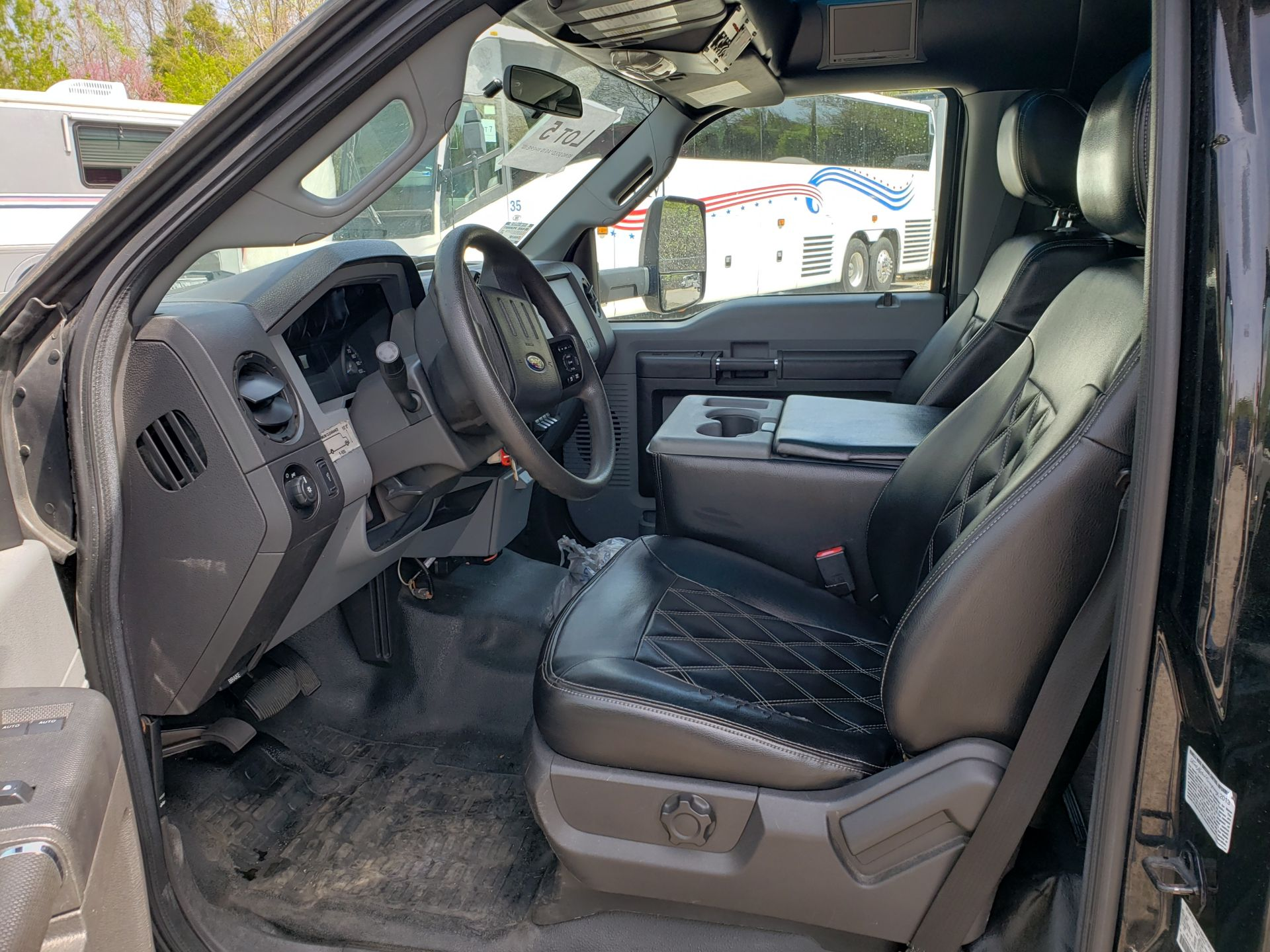 2013 Ford F550SD XL Grech Motors 33-Pass Shuttle Bus - Image 5 of 17