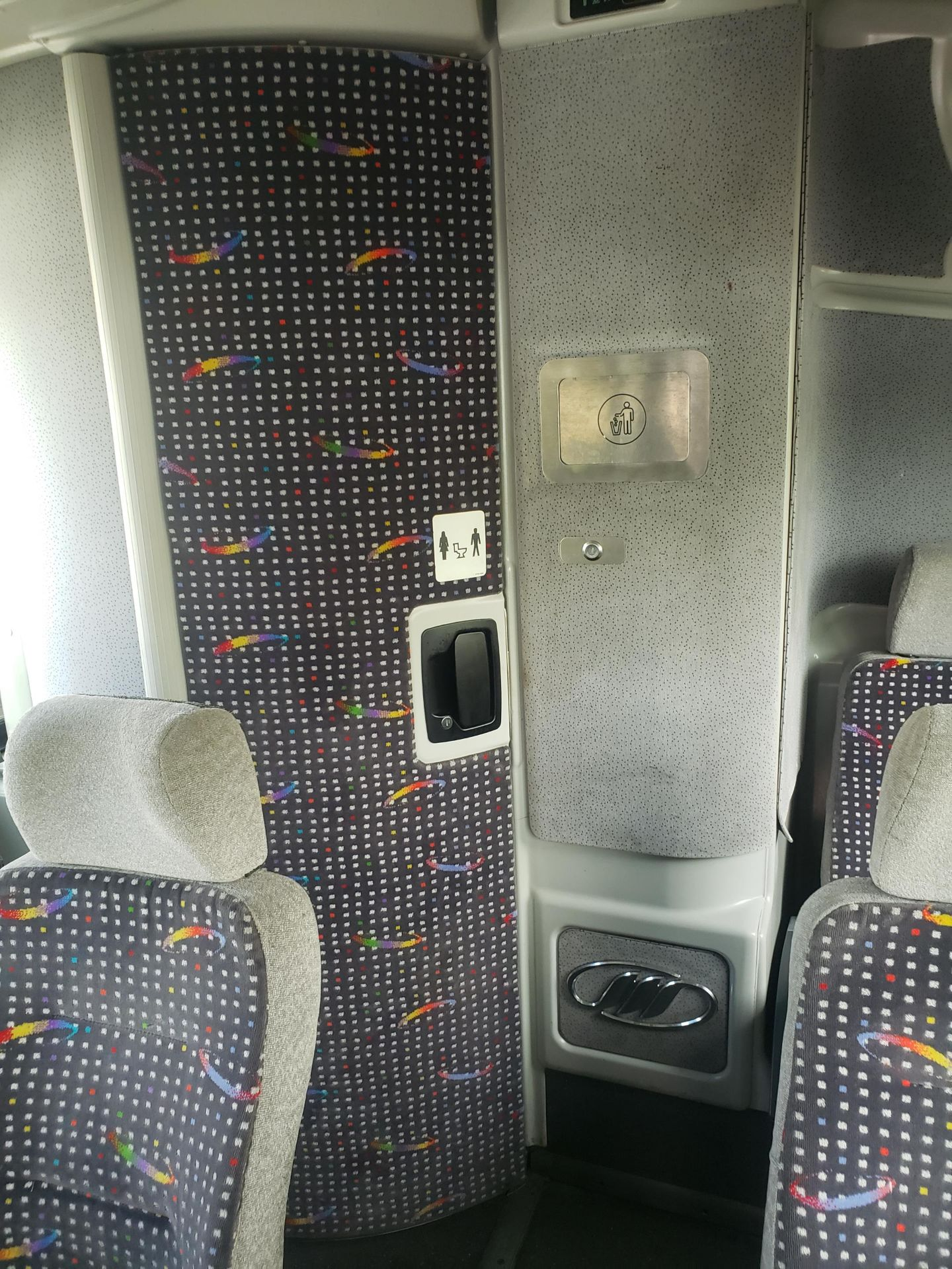 2010 MCI J4500 56-Pass Kneeling Coach Bus - Image 9 of 16