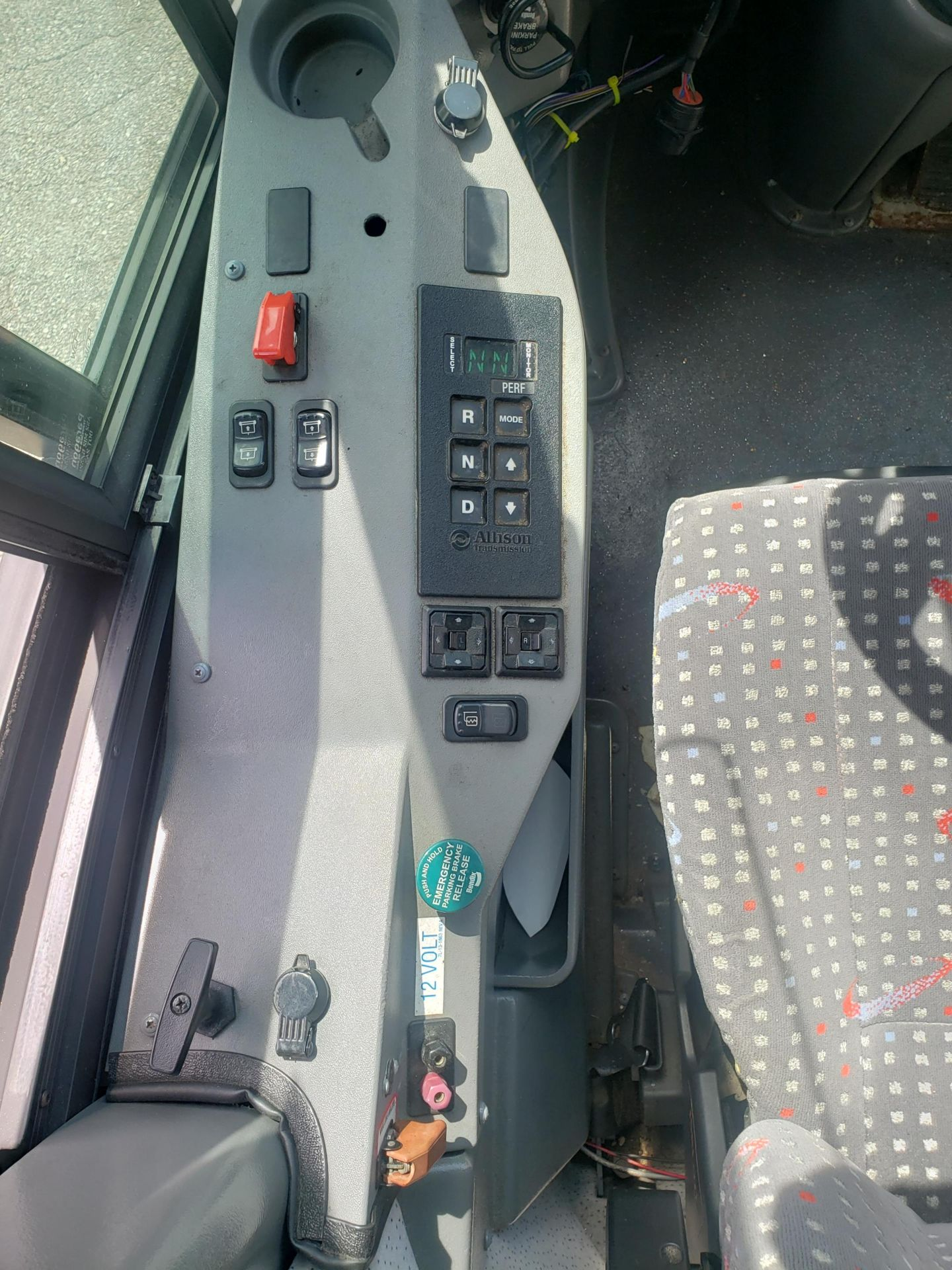 2010 MCI J4500 56-Pass Kneeling Coach Bus - Image 6 of 16