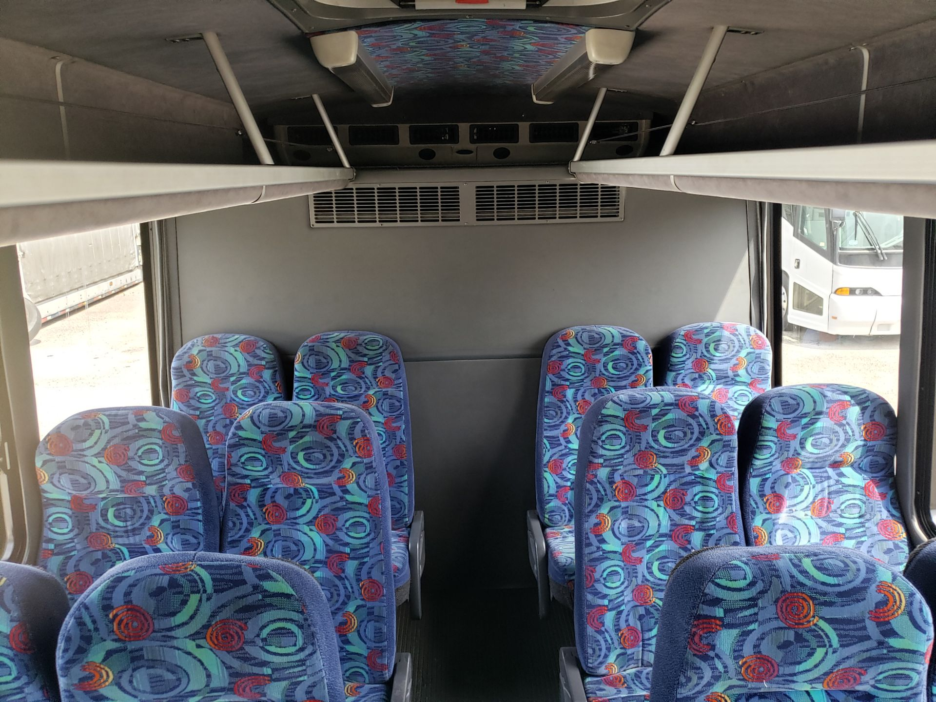 2006 Chevrolet C5500 30-Pass General Coach Champion Bus - Image 9 of 23