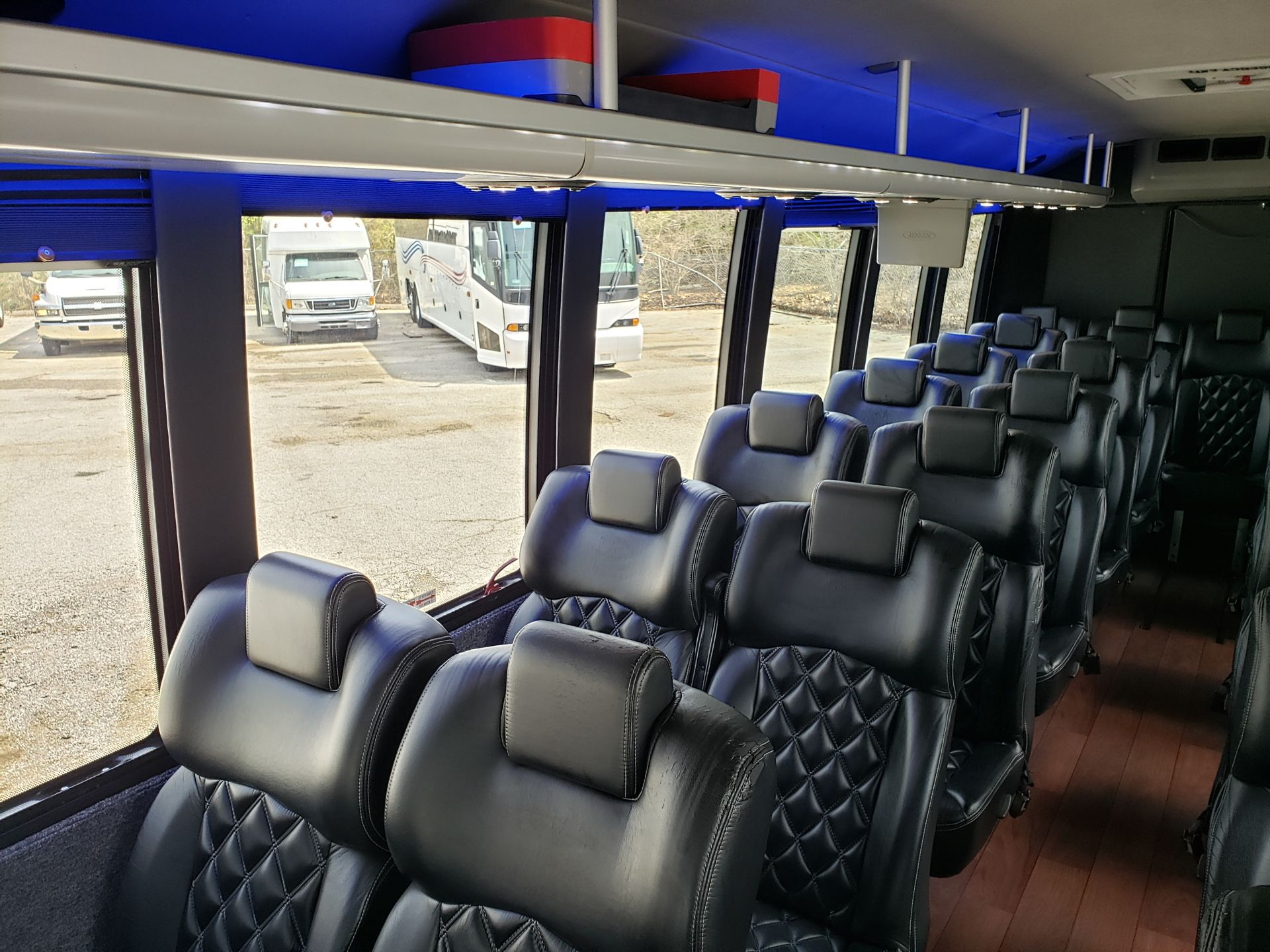2013 Ford F550SD XL Grech Motors 33-Pass Shuttle Bus - Image 9 of 18