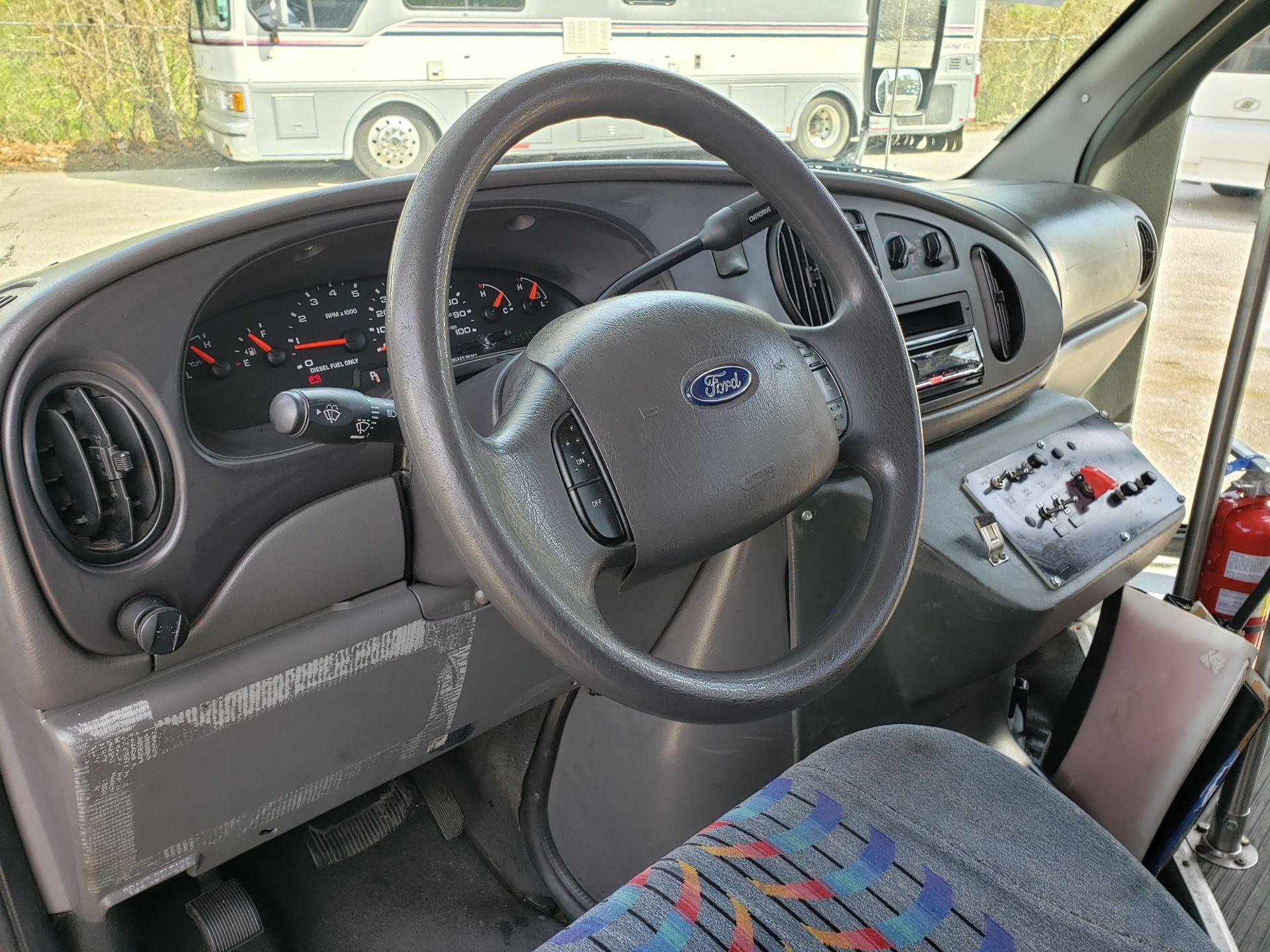 2005 Ford E450SD 25-Pass Eldorado Shuttle Bus - Image 6 of 19