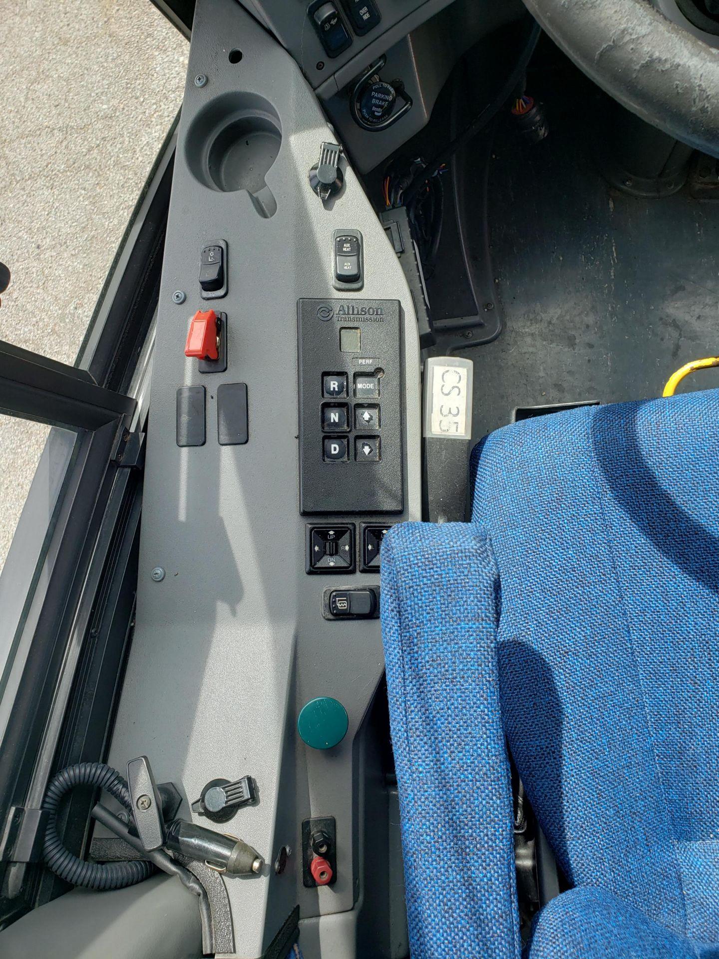 2005 MCI J4500 56-Pass Kneeling Coach Bus - Image 8 of 18