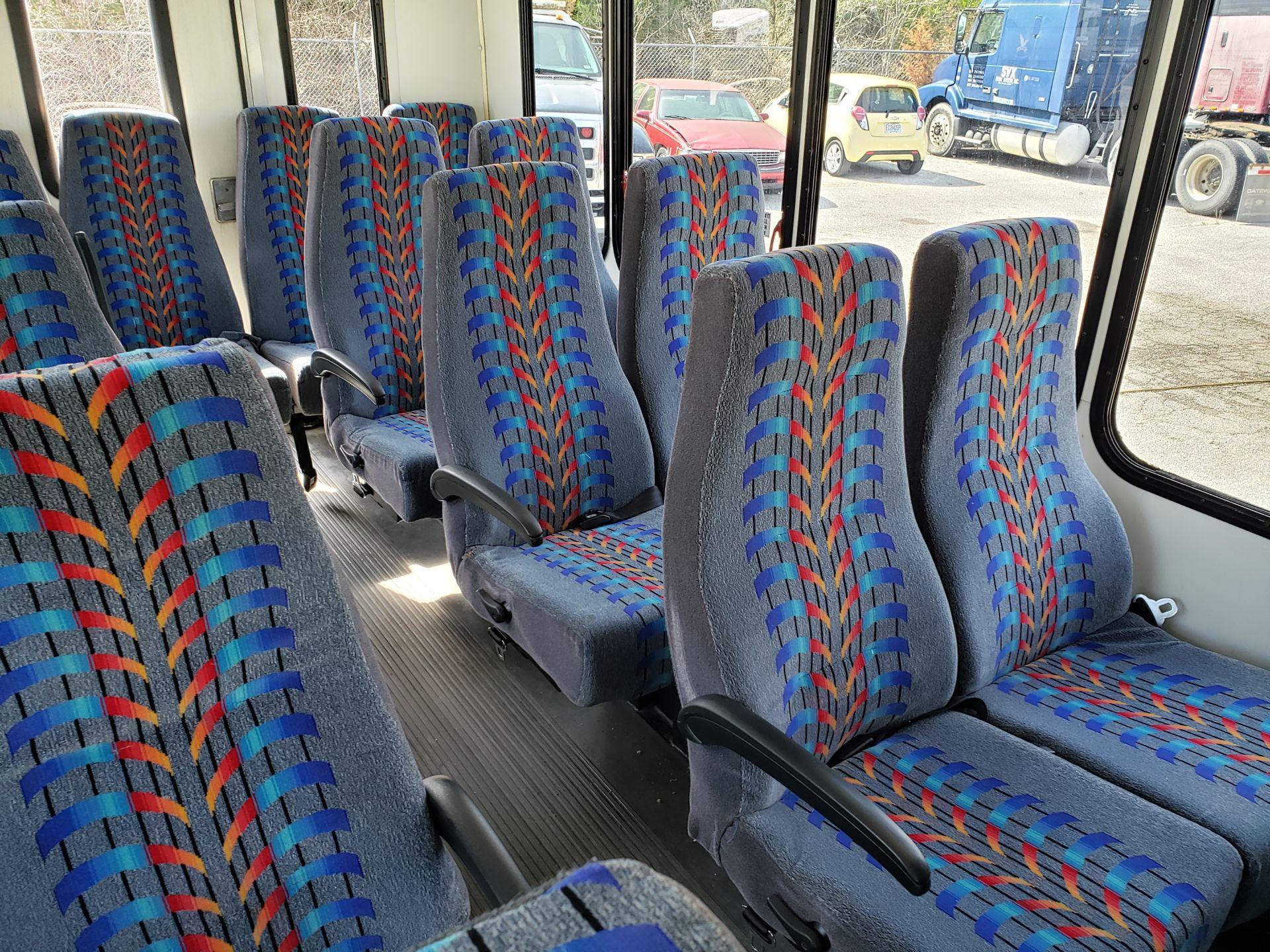 2005 Ford E450SD 25-Pass Eldorado Shuttle Bus - Image 12 of 19
