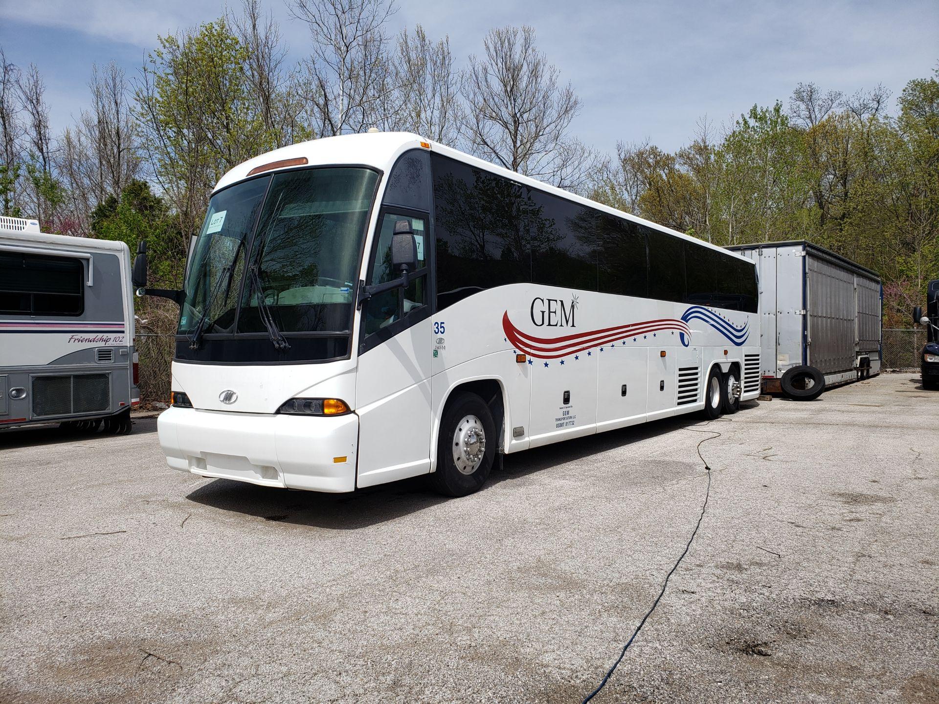 2005 MCI J4500 56-Pass Kneeling Coach Bus