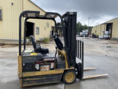 CATERPILLAR 3-WHEEL 3000 LBS CAPACITY ELECTRIC FORKLIFT