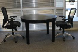 CONFERENCE ROUND TABLE WITH 2 CHAIRS