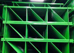 """NEW 30 PCS OF TEARDROP UPRIGHT. SIZE 10'H X 36""""D, 3""""X 3"""" GREEN"""