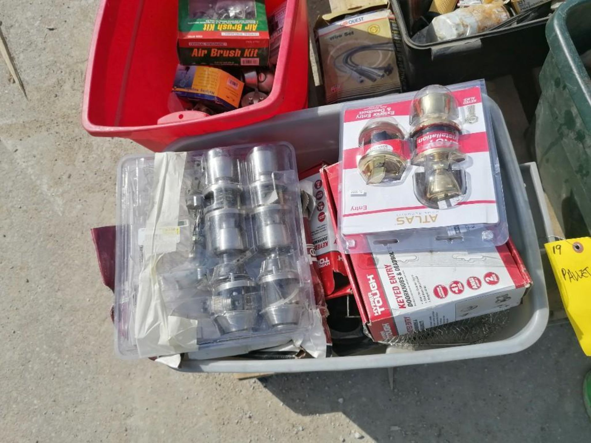 (1) Pallet of KEYED Entry Doorknobs & Deadbolts. Located in Mt. Pleasant, IA.