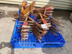 "(20) 20"" Scaffolding Brackets. Located in Mt. Pleasant, IA."