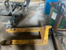 DESCRIPTION: 4400 LB. CAPACITY PALLET JACK. ADDITIONAL INFORMATION YELLOW. IN GOOD WORKING ORDER QTY