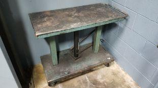 Metal Cart w/Hydraulic Foot Jack