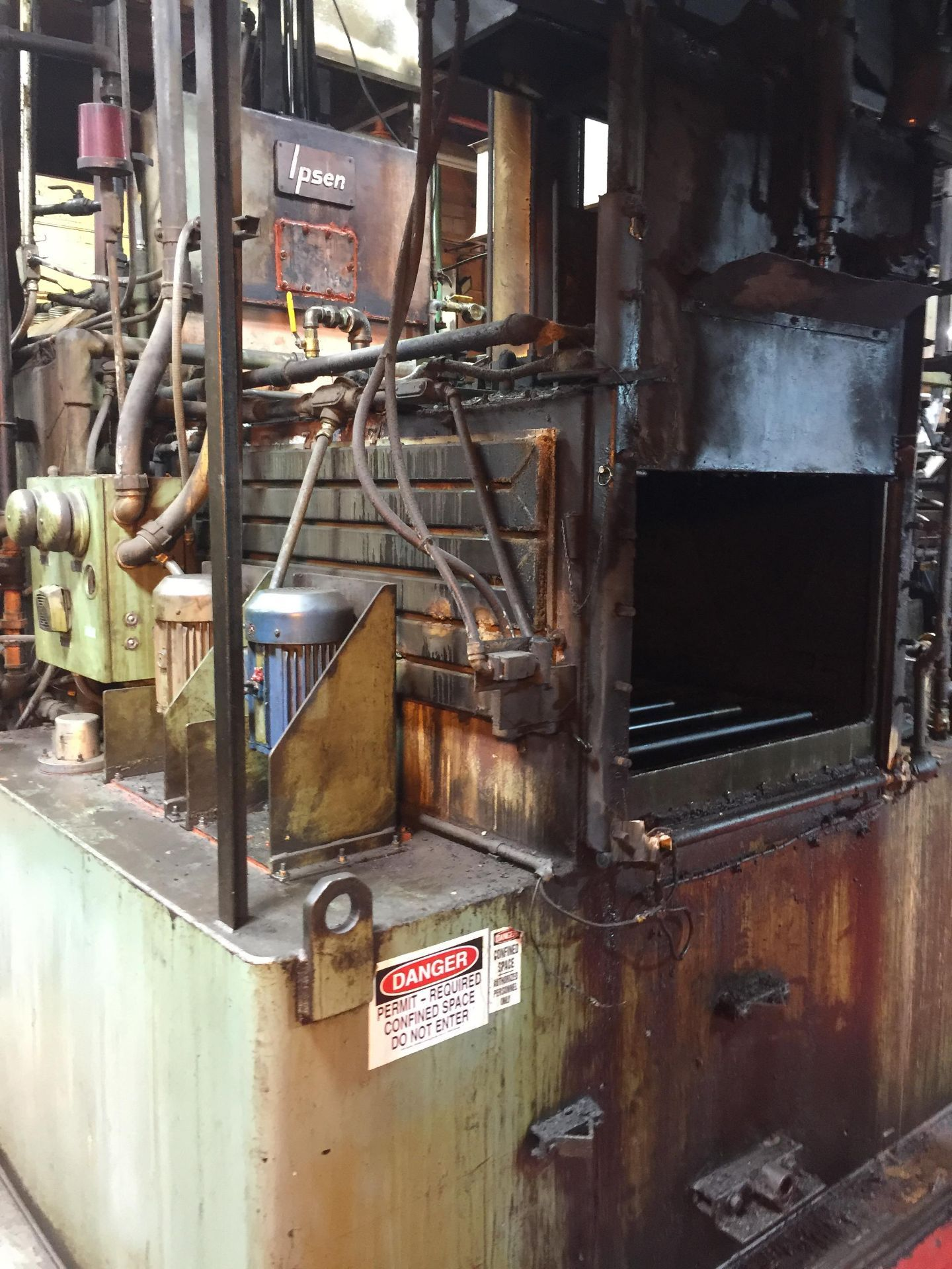 IPSEN #T7-1000-D-GM-24 ATMOSPHERE IQ BATCH FURNACE *NO CONTROL PANEL INCLUDED* - Image 2 of 4