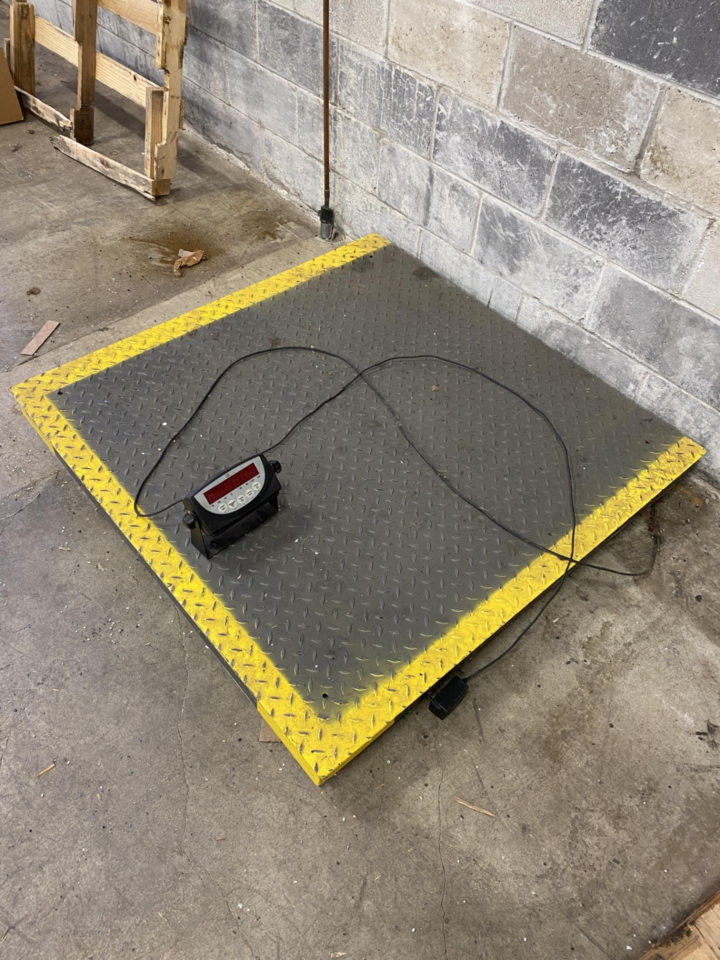 Industrial Scale 2,500 lbs