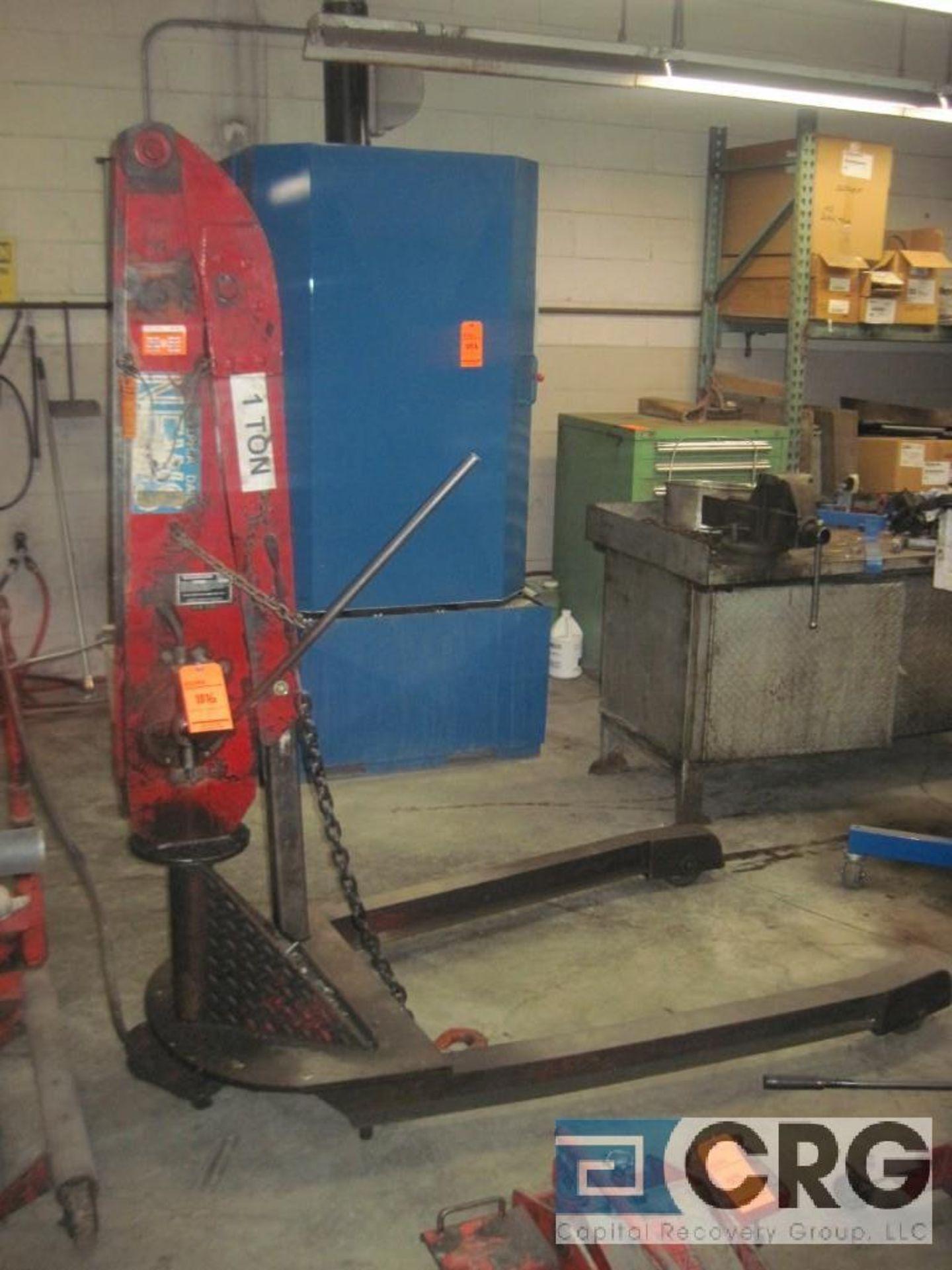 Black Hawk MC 2000 hydraulic hoist, 1 ton cap., s/n 832