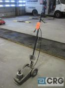 Pneumatic floor jack, 10 ton cap.