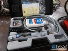 SKF 729124 manual hydraulic pump (Basement Main Shop)