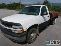 2001 Chevrolet 1500 Silverado flatbed truck, regular cab, 4 X 4, V6 engine, AT, gas, 96 in. x 82 in.
