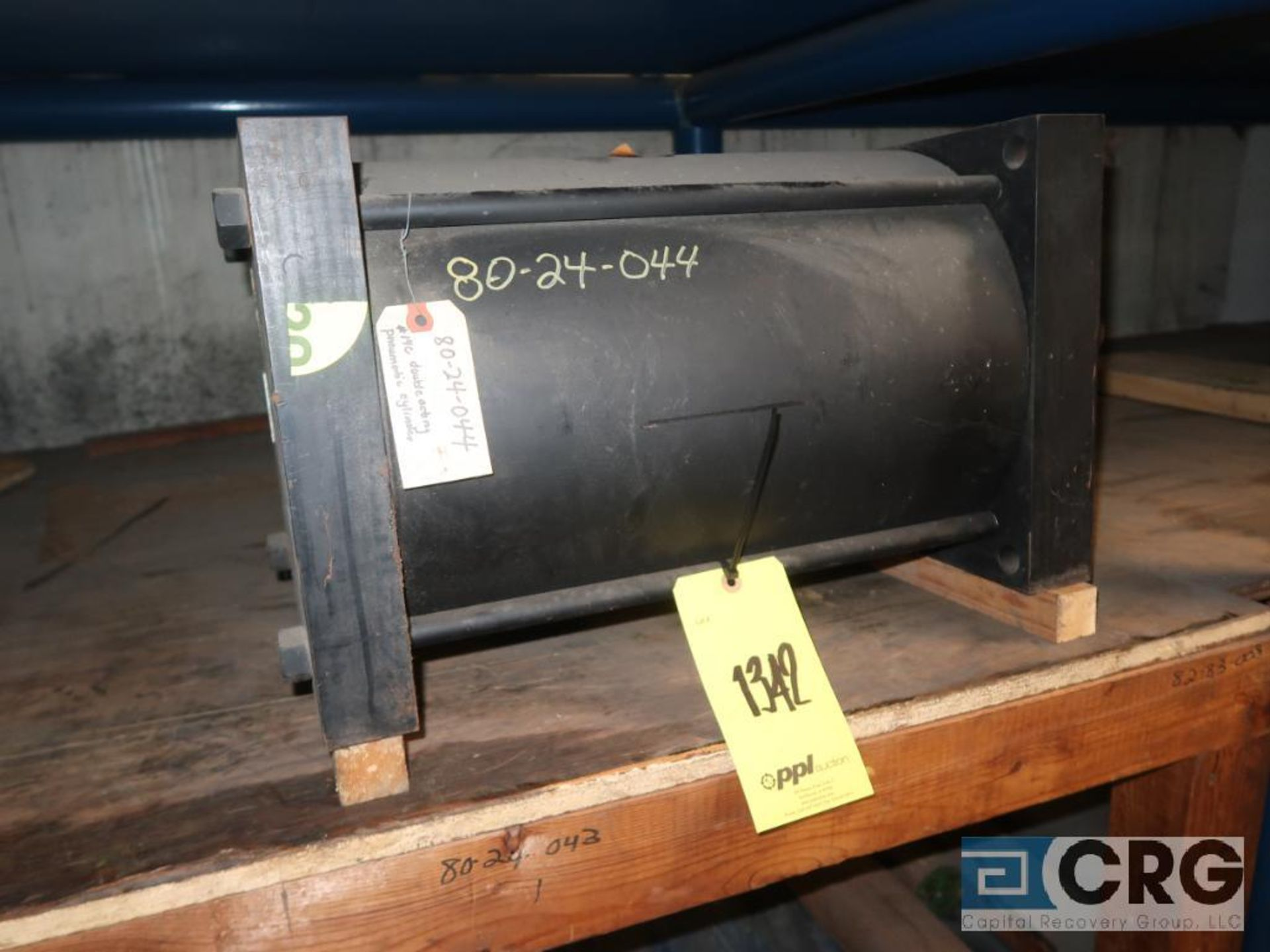 Lot of (8) pallets and (3) sections with assorted pneumatic and hydraulic cylinders (Store - Image 8 of 9