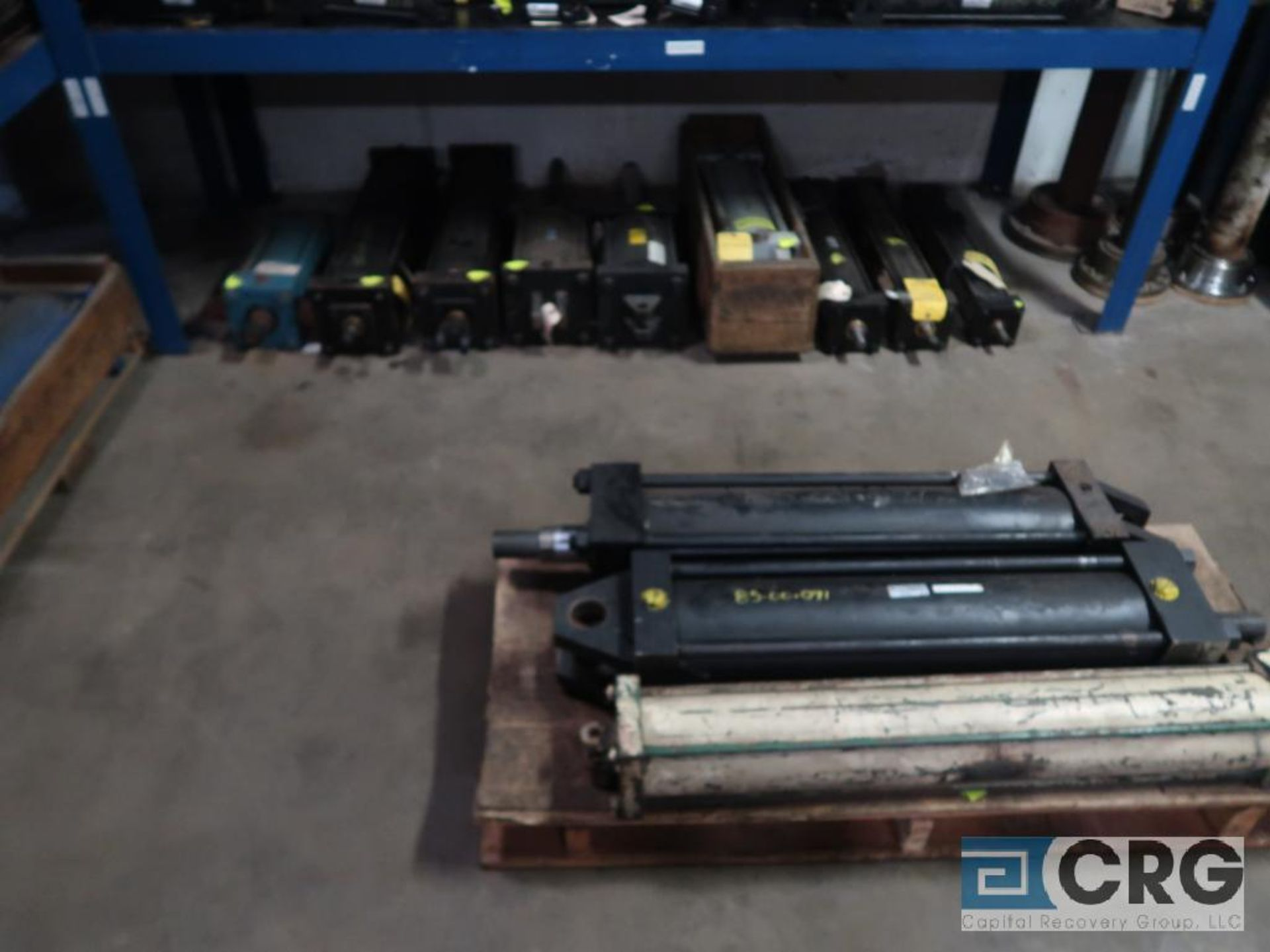Lot of (8) pallets and (3) sections with assorted pneumatic and hydraulic cylinders (Store - Image 4 of 9