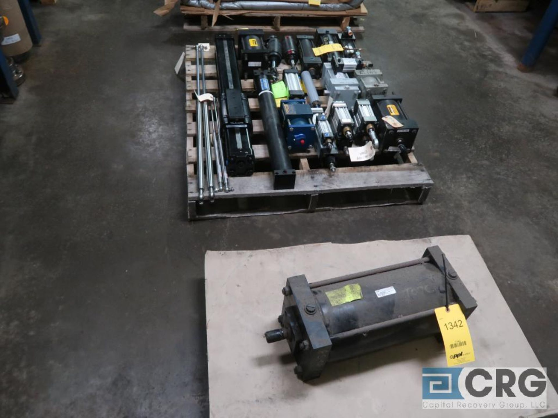 Lot of (8) pallets and (3) sections with assorted pneumatic and hydraulic cylinders (Store - Image 2 of 9