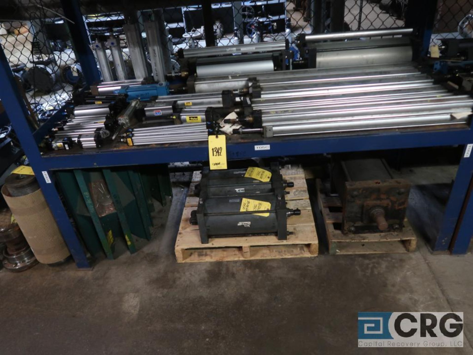 Lot of (8) pallets and (3) sections with assorted pneumatic and hydraulic cylinders (Store - Image 7 of 9