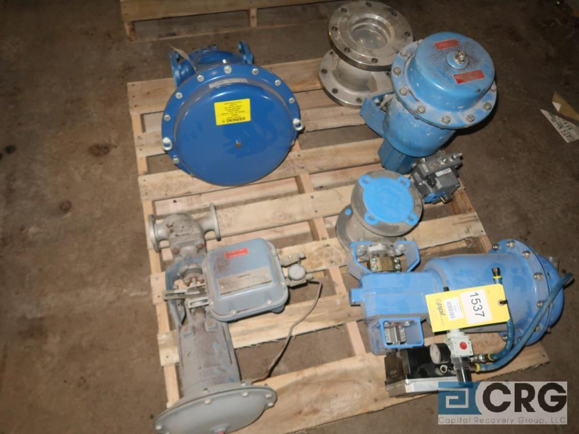 Lot of (4) valves, assorted types and sizes (496 Dock Area)