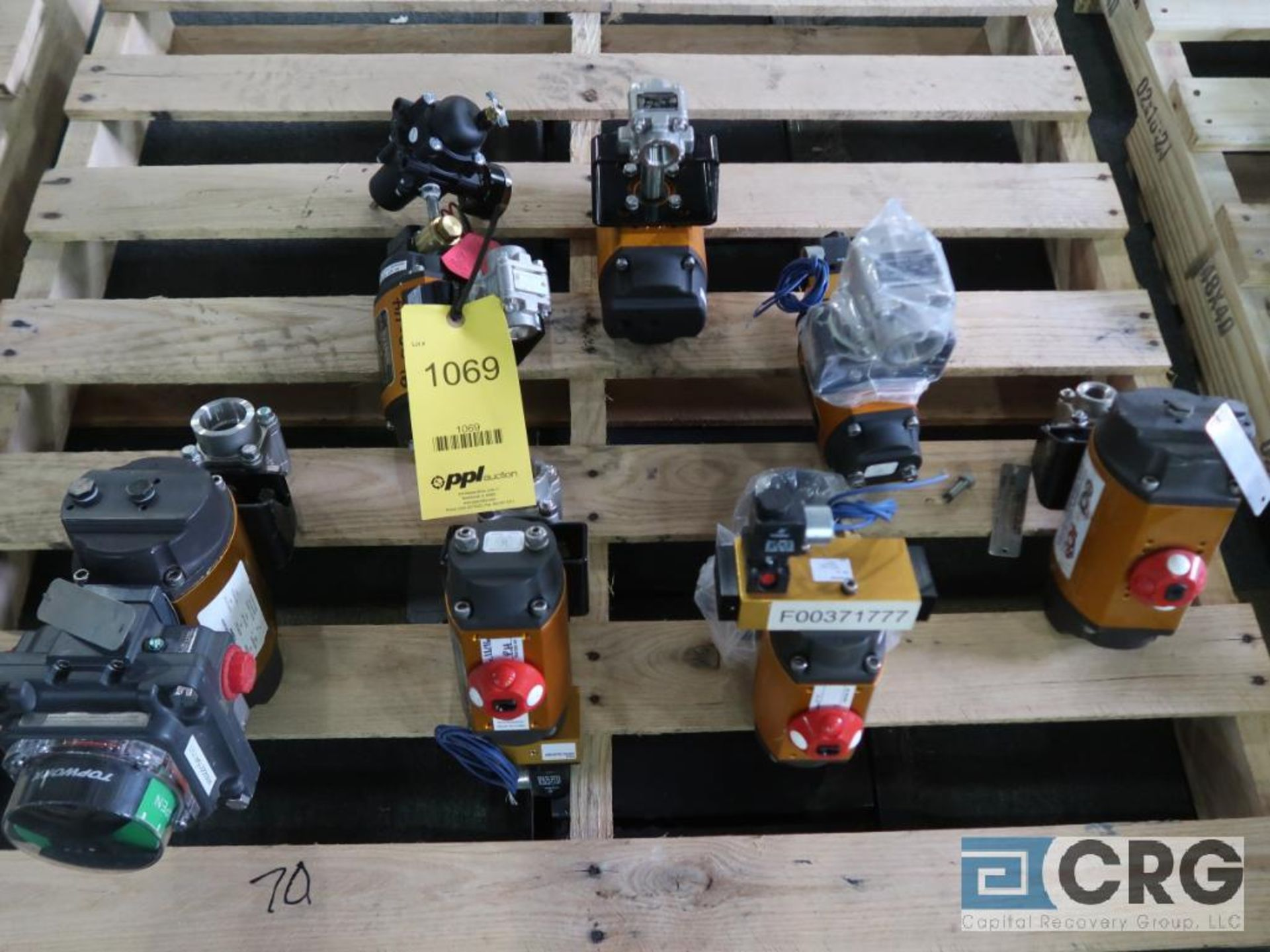 Lot of (7) Worchester stainless actuator valves, (3) 1 in., and (4) 1 1/2 in. (Finish Building)