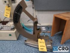 Thwing-Albert Elemendorf tearing tester (Main Lab - Machine Building)