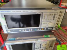 ROHDE & SCHWARZ SIGNAL GENERATOR 300 KHZ / 3.3 GHZ / SMIQ035