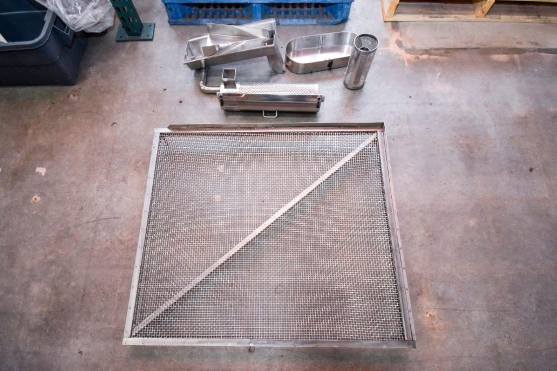 Screen and parts for Hopper and capsule deduster