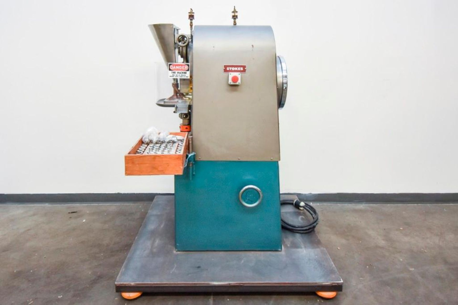 Stokes Single Punch Tablet Press with Tooling - Image 4 of 20