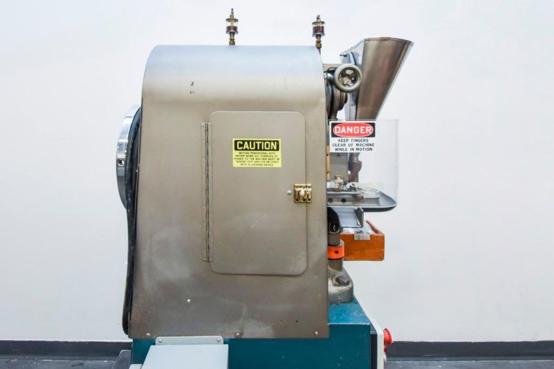 Stokes Single Punch Tablet Press with Tooling - Image 10 of 20
