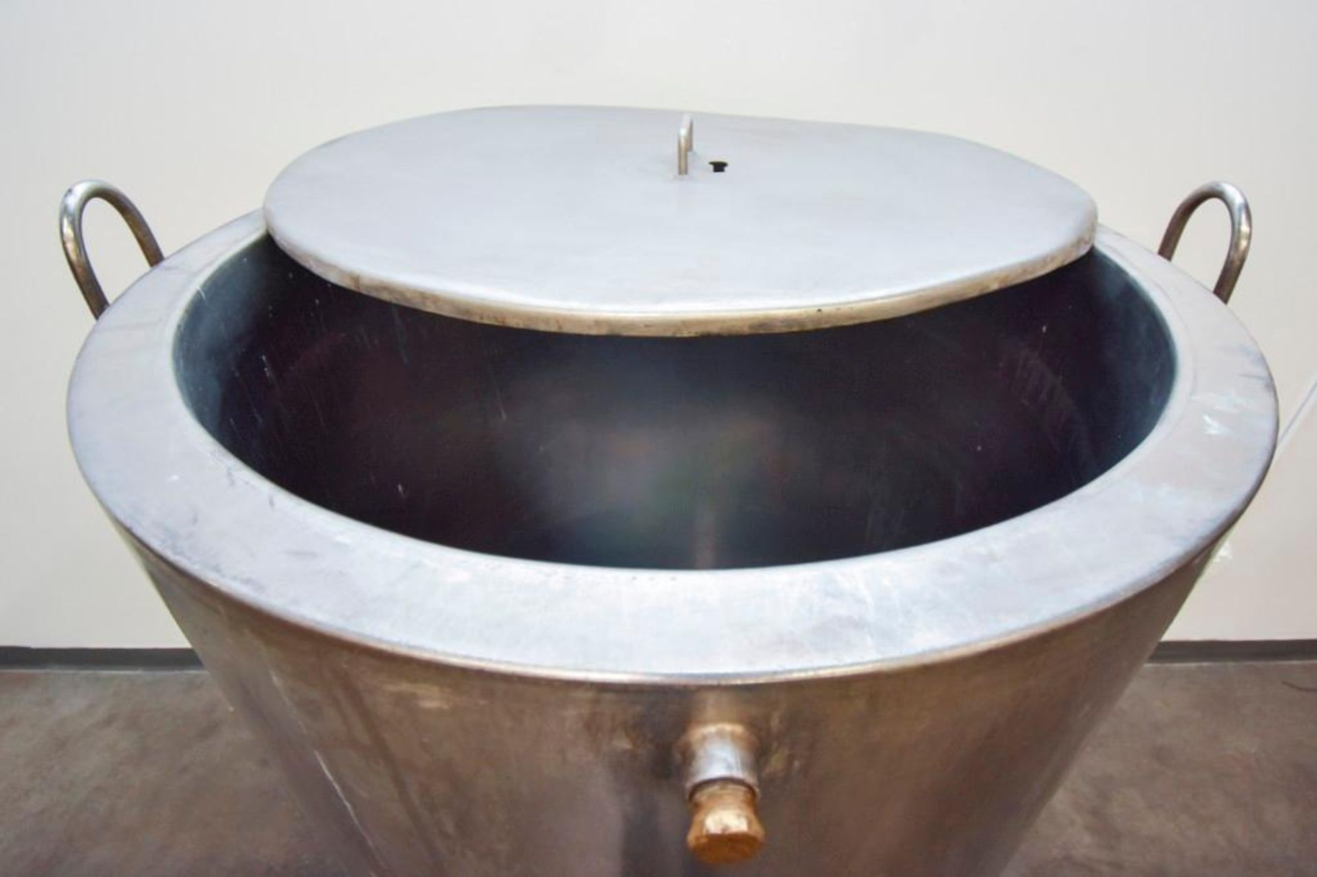 Jacketed Stainless Steel Holding Tank 340L - Image 11 of 13