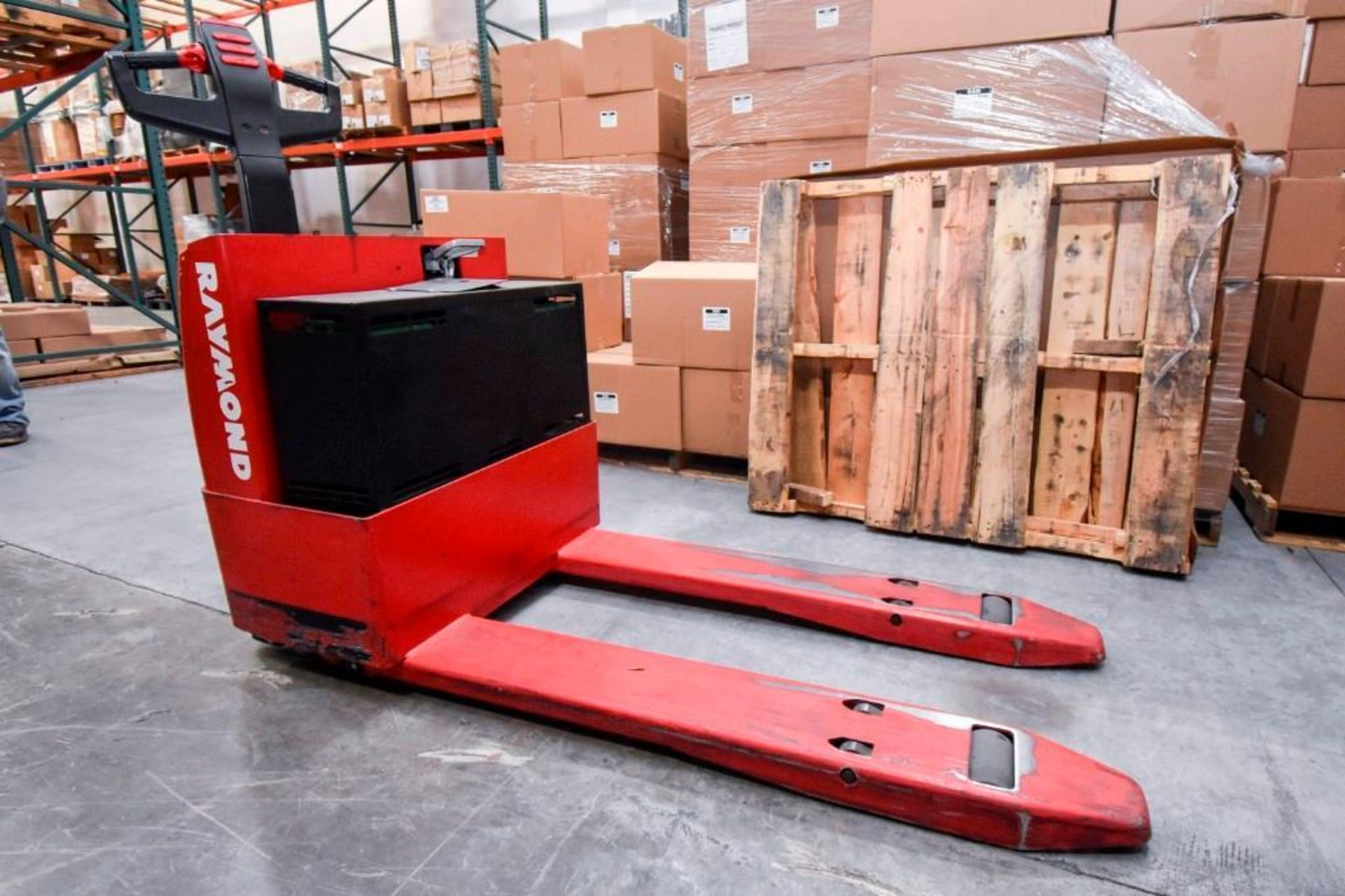 Raymond Electric Pallet Jack - Image 4 of 10