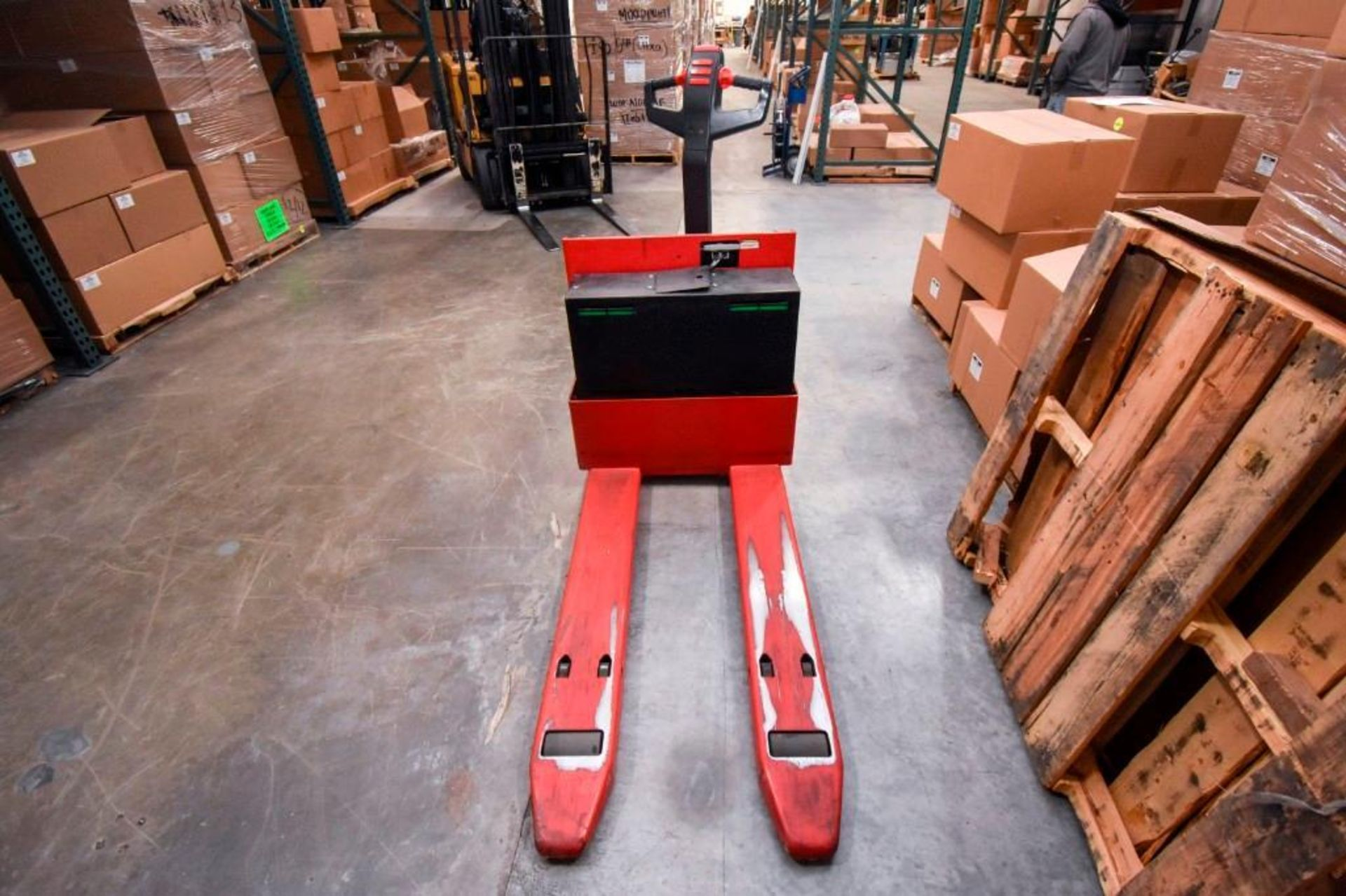 Raymond Electric Pallet Jack - Image 5 of 10