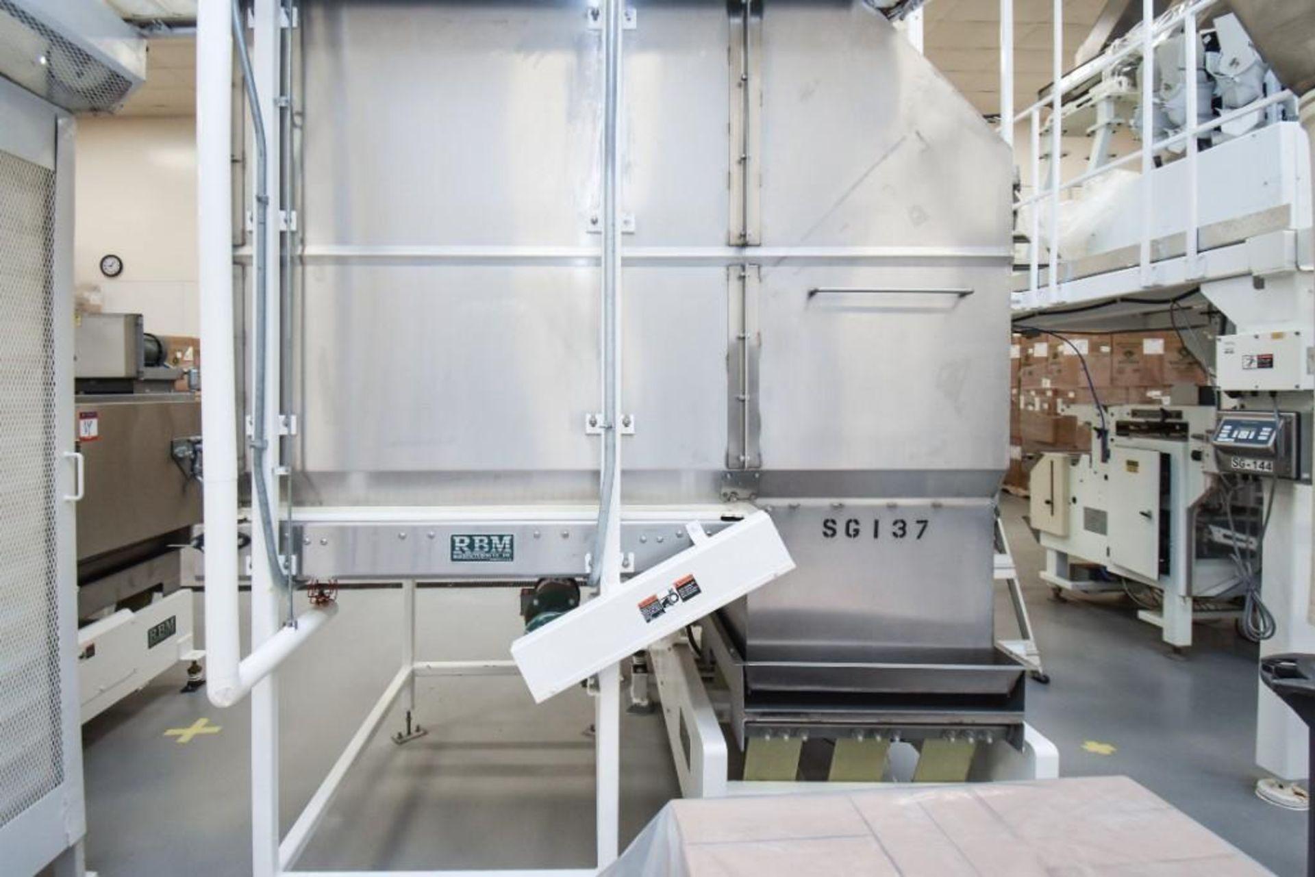 RBM Accumulation Hopper Conveyor and Vibratory Deck AC-1-4X4-6 - Image 4 of 11