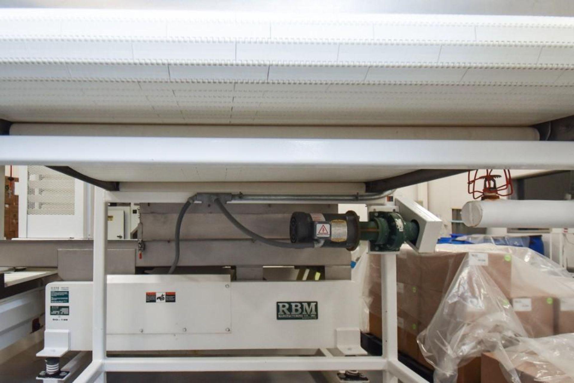 RBM Accumulation Hopper Conveyor and Vibratory Deck AC-1-4X4-6 - Image 3 of 11