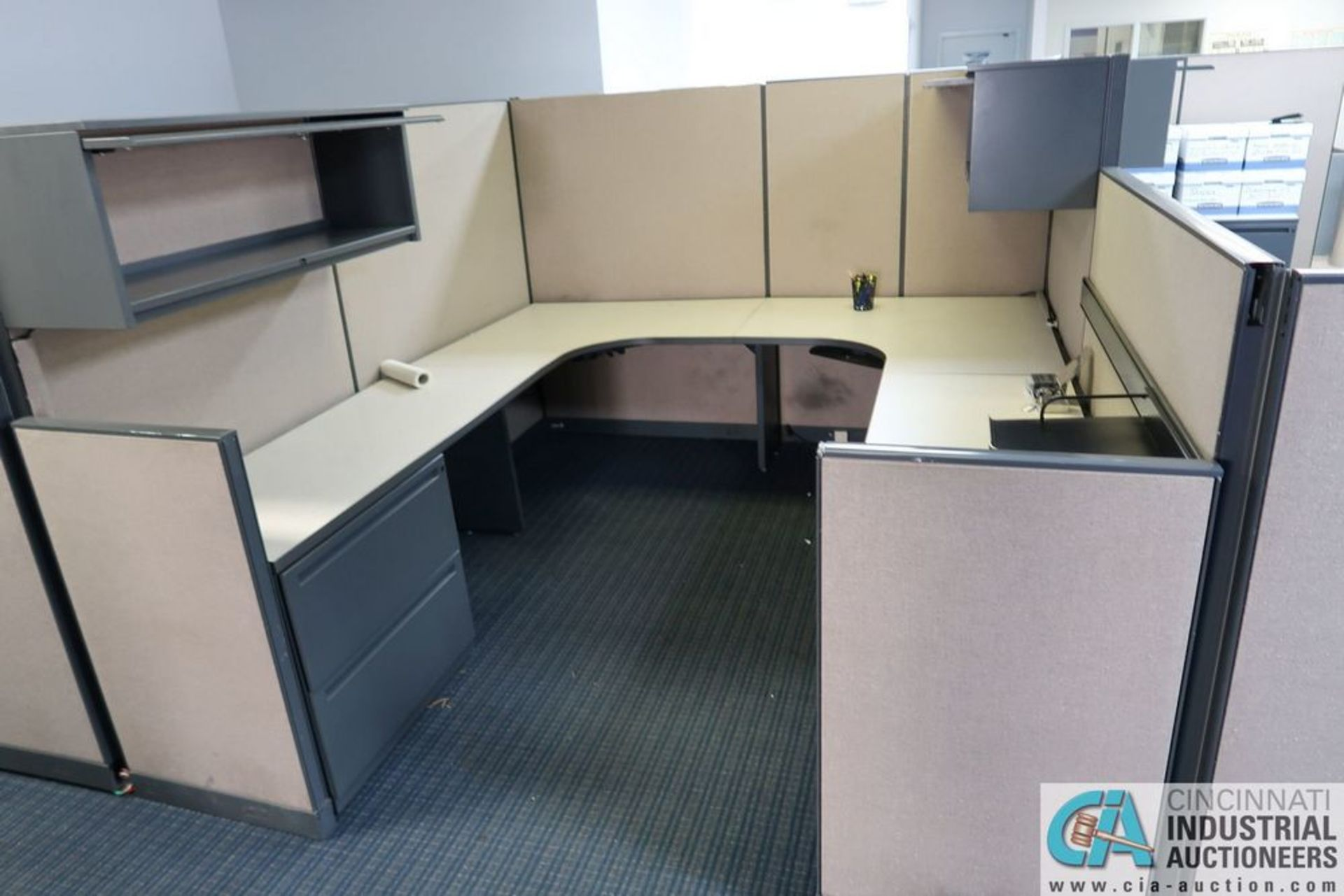 "(LOT) OFFICE CUBICLES, (2) 72"" X 72"", (2) 100"" X 92"", (2) 112"" X 96"", (1) 216"" X 72"" - Image 9 of 10"