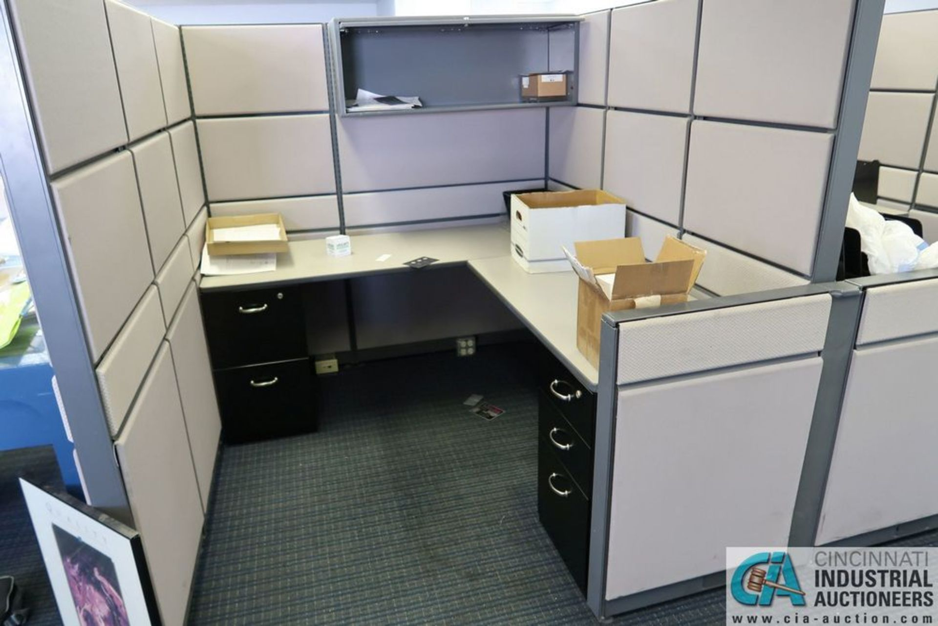 "(LOT) OFFICE CUBICLES, (2) 72"" X 72"", (2) 100"" X 92"", (2) 112"" X 96"", (1) 216"" X 72"" - Image 3 of 10"