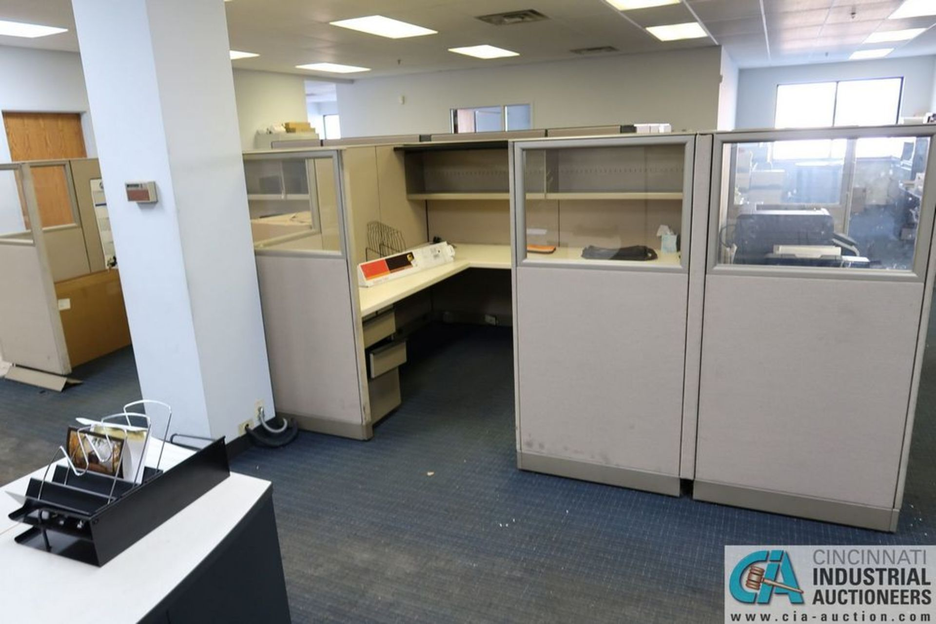 "(LOT) OFFICE CUBICLES, (2) 72"" X 72"", (2) 100"" X 92"", (2) 112"" X 96"", (1) 216"" X 72"" - Image 5 of 10"