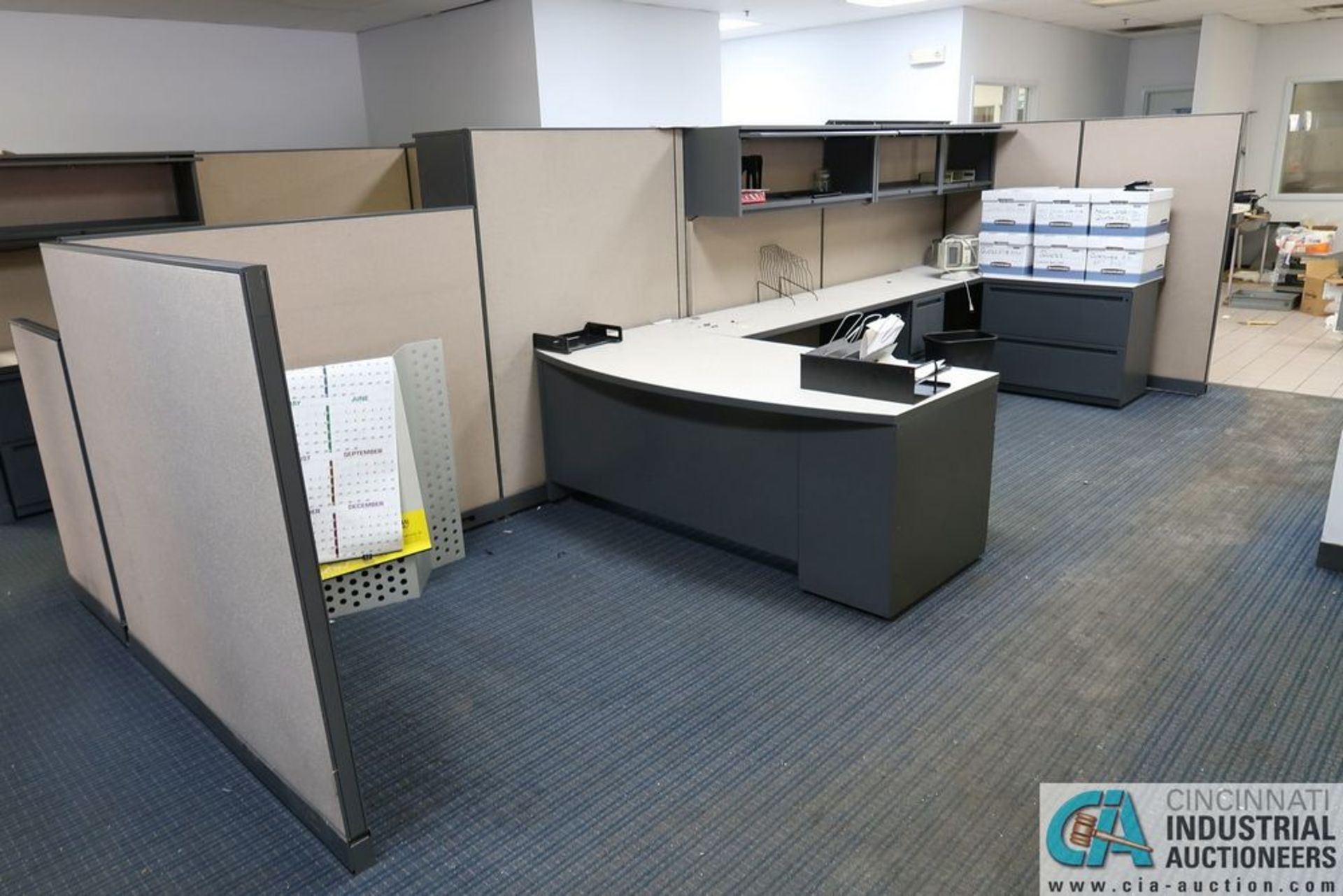 "(LOT) OFFICE CUBICLES, (2) 72"" X 72"", (2) 100"" X 92"", (2) 112"" X 96"", (1) 216"" X 72"" - Image 4 of 10"