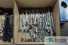 (LOT) MISCELLANEOUS DRIVE RATCHESTS, BREAKER BARS, EXTENSIONS AND SWIVEL HEADS
