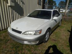 1997 LEXUS ES 300 - 184,848 miles - #JT8BF22G7V5013317 paint clear coat is bad in places