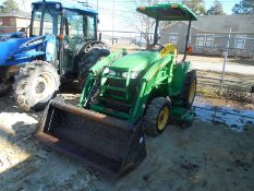"JOHN DEERE 3320 4WD utility tractor with 300CX front end loader, 4n1 bucket with 72"" deck belly"