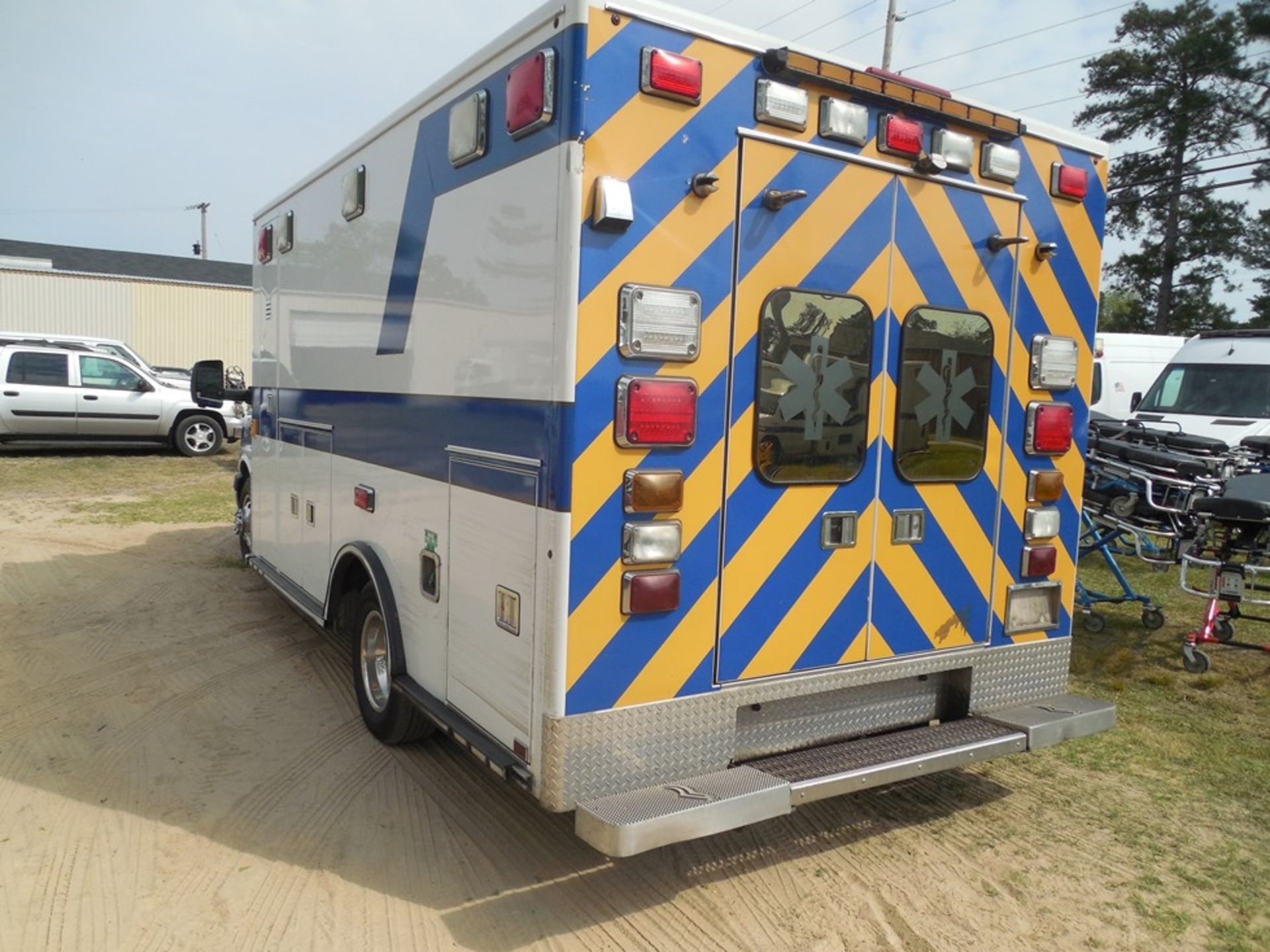 2009 Chev 4500 dsl, box ambulance 226,356 miles vin# 1GBKG316191158061 - Image 5 of 6